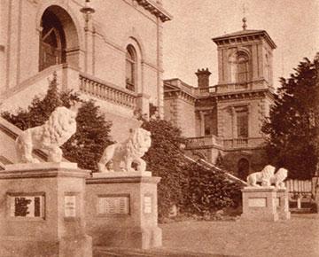 War Memorial Lions at Wesley College